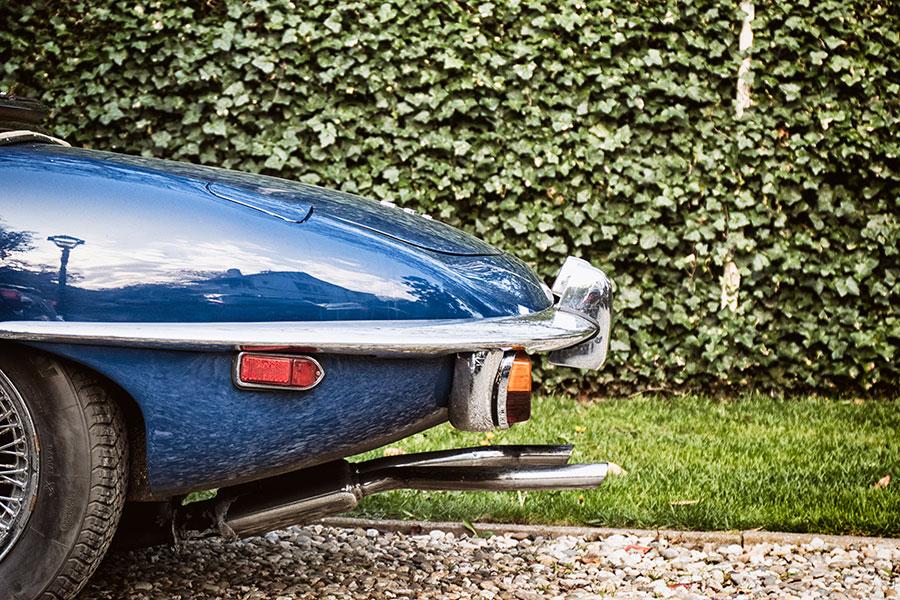 Detailfoto achterkant van een Jaguar E-type Roadster uit 1969
