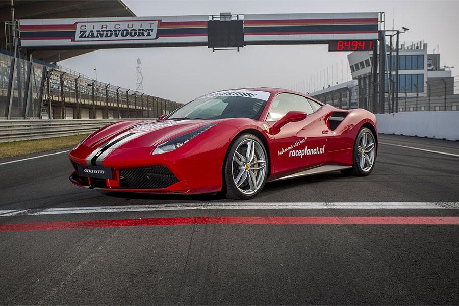Ferrari 488 GTB op Circuit Zandvoort tijdens een Race Experience van Bleekemolens Race Planet