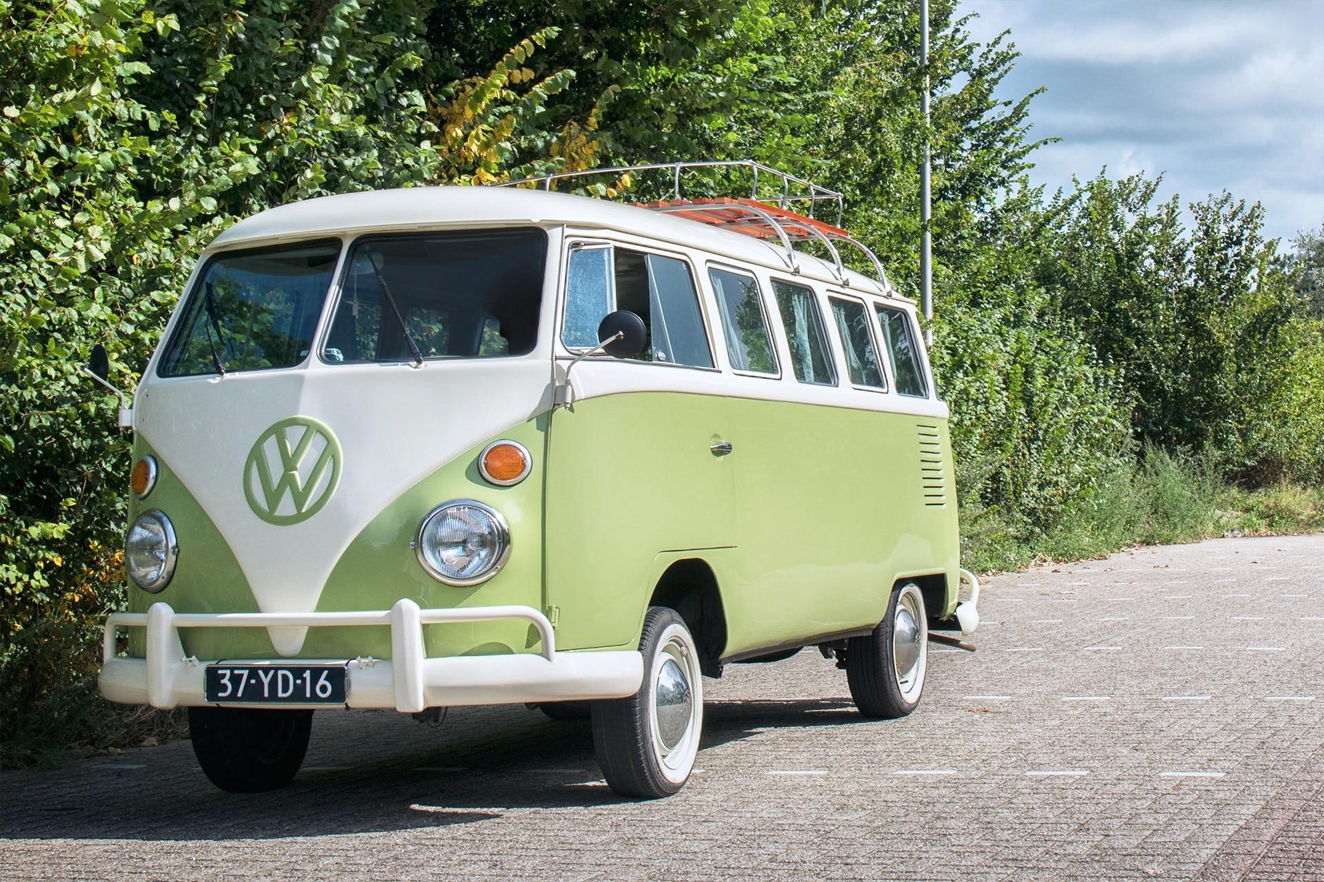 De klassieke hippie-bus, een Volkswagen T1 uit 1975